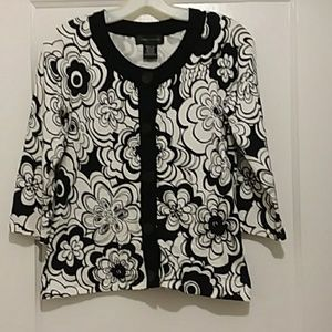 CABLE  & GAUGE  sweater top black/white  flowers